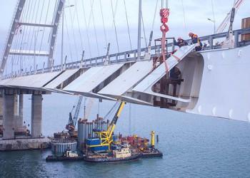 На автодорожной части моста в Крым установили противоветровые обтекатели