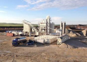 Строители трассы «Таврида» запустили первый мобильный асфальтобетонный завод возле Керчи