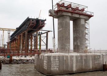 На Крымском мосту начали устанавливать железнодорожные пролёты