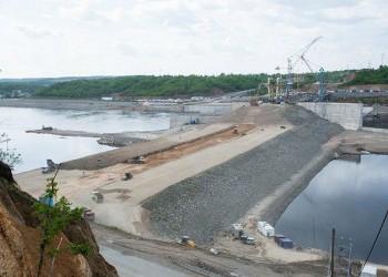 В плотину Нижне-Бурейской ГЭС в Амурской области уложили миллион кубометров грунта