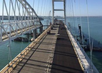 На арке Крымского моста укладывают асфальт: все деформационные швы на своих местах