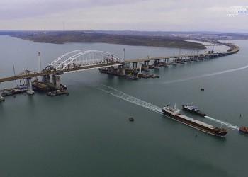 Установка антисейсмических устройств под пролетами Крымского моста