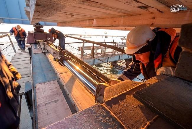 На строительстве моста в Крым
