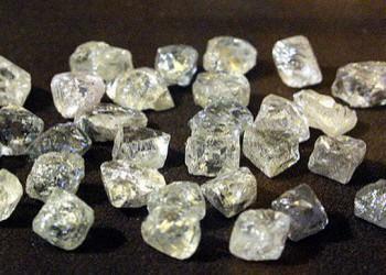 Россия начала продавать алмазы за рубли